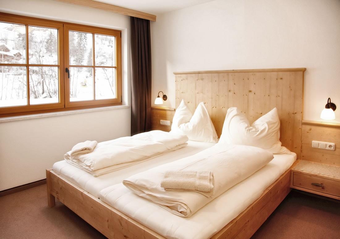 schlafzimmer und badezimmer kombiniert ikea schlafzimmer regal lidl kopfkissen lattenroste. Black Bedroom Furniture Sets. Home Design Ideas